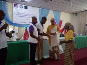 Sesor's Programme Officer (Lagos), Rendrix Berepele presenting an envelope to a beneficiary